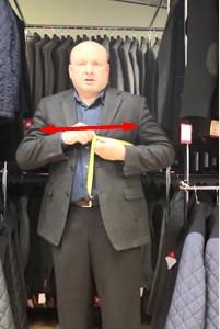 Определение размера мужской куртки по обхвату груди - фото