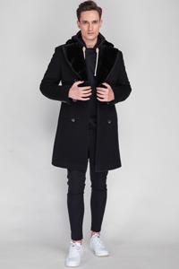 Можно ли носить мужское пальто с кроссовками - фото