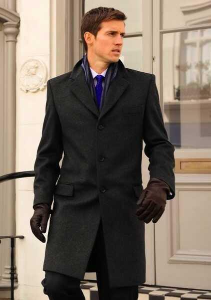 С чем носить мужское пальто осенью?