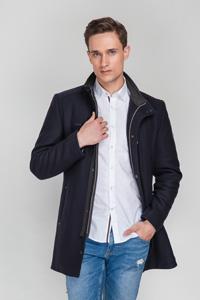 Спортивное мужское пальто - фото