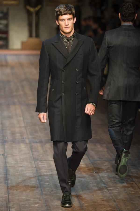 Среднее мужское пальто - фото